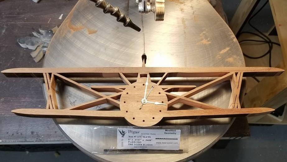 bi-plane clock pattern by Hector Garcia